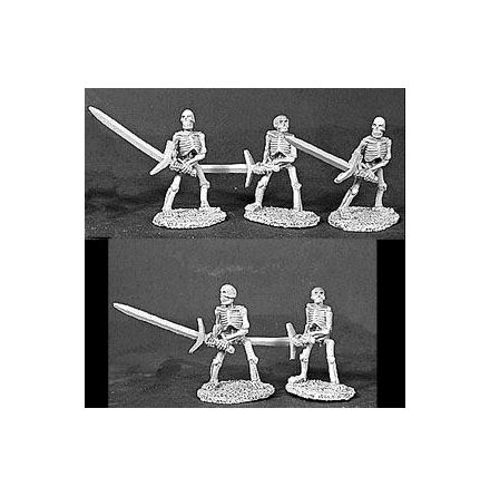 06052Skeletons With Two Handed Swords (5)